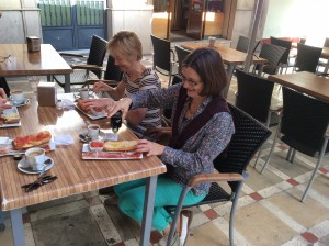 Janet and Norma enjoy breakfast Jaen 14